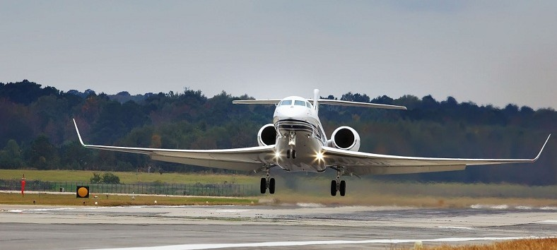 Private-Jet-Landing-Monmouth-Airport